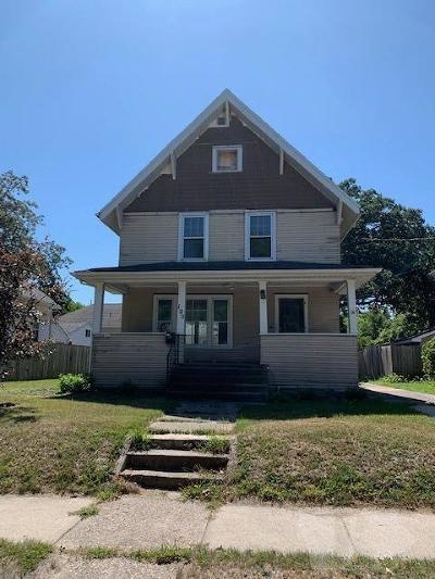 Mason City Single Family Home For Sale: 125 11th Street NE