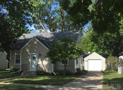 Mason City Single Family Home For Sale: 204 S Tennesee Avenue S