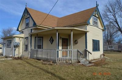 Appanoose County Single Family Home For Sale: 209 E Pleasant Street