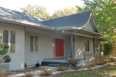Wapello County Single Family Home For Sale: 1 Birchwood Lake Drive