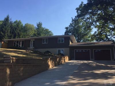Wapello County Single Family Home For Sale: 48 Woodshire Drive