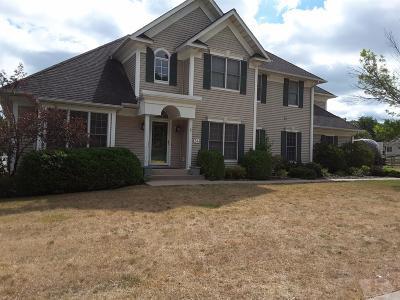 Wapello County Single Family Home For Sale: 34 Cambridge Court
