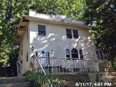 Wapello County Single Family Home For Sale: 112 East Court