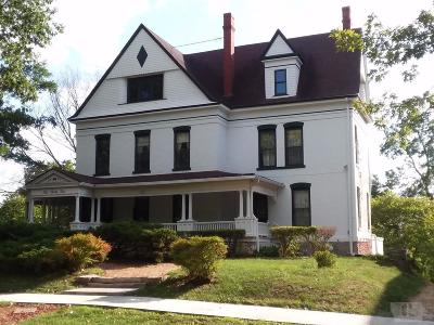 Wapello County Single Family Home For Sale: 232 E. Fifth Street