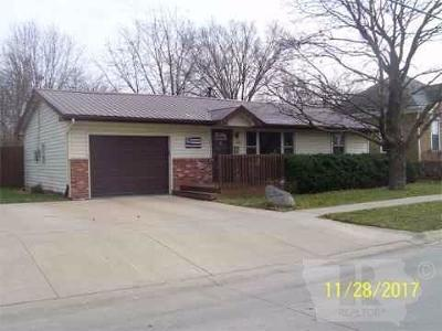Jefferson County Single Family Home For Sale: 401 S D Street