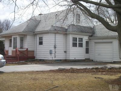 Wapello County Single Family Home For Sale: 319 N College