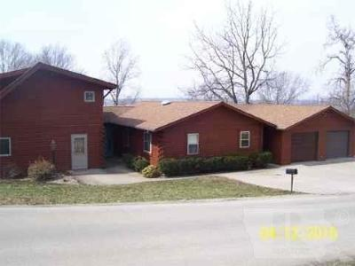 Wapello County Single Family Home For Sale: 710 High Street