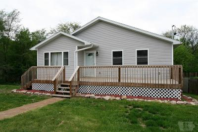 Centerville IA Single Family Home For Sale: $158,000