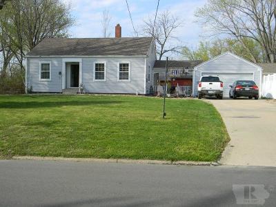 Wapello County Single Family Home For Sale: 211 W Golf