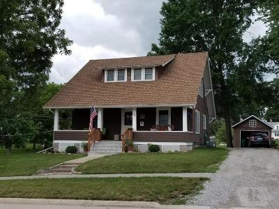 Davis County Single Family Home For Sale: 104 S Davis Street