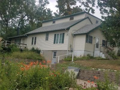 Wapello County Single Family Home For Sale: 123 Mistletoe
