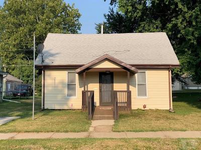Ottumwa Single Family Home For Sale: 423 Appanoose Street