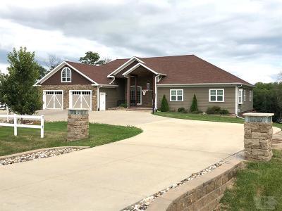 Wapello County Single Family Home For Sale: 1218 Lake Road