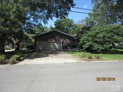 Jefferson County Single Family Home For Sale: 504 S Maple Street
