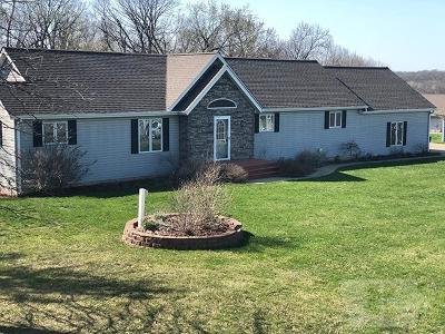 Ottumwa Single Family Home For Sale: 9 Bear Creek