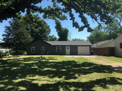Wapello County Single Family Home For Sale: 2404 N Court Street