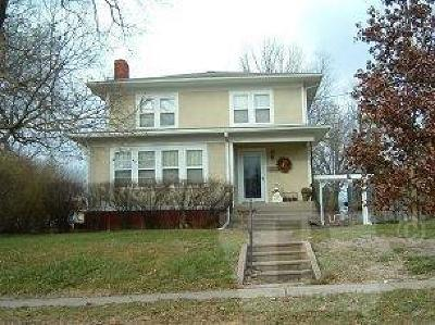 Centerville IA Single Family Home For Sale: $104,900