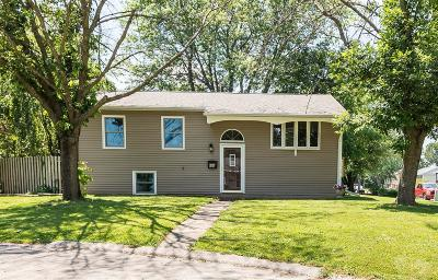 Mount Pleasant Single Family Home For Sale: 605 N Collins Circle