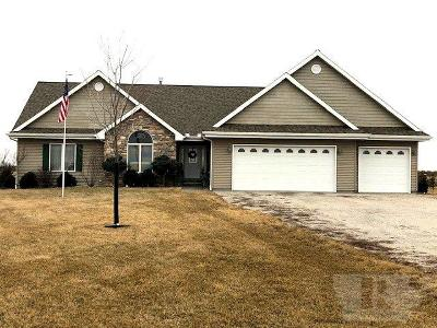 Wapello County Single Family Home For Sale: 10526 Angle Road