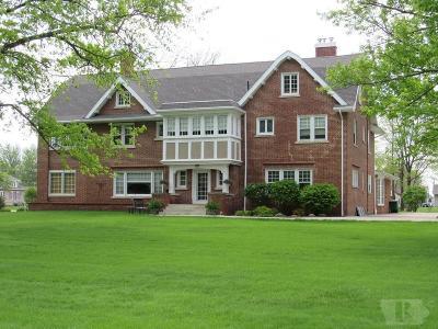 Davis County Single Family Home For Sale: 425 N Madison Street