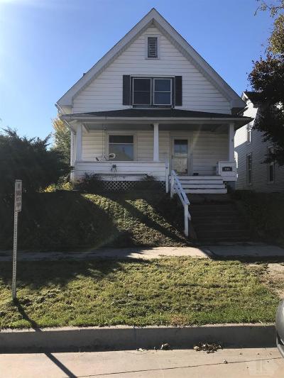 Wapello County Single Family Home For Sale: 236 E Maple