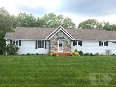 Wapello County Single Family Home For Sale: 9 Bear Creek Estates Drive