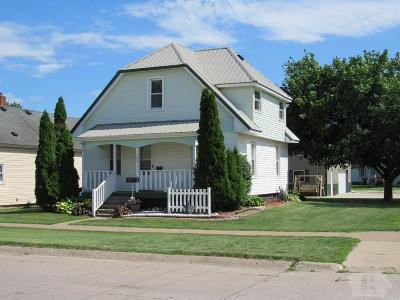 Wapello County Single Family Home For Sale: 702 Ellis