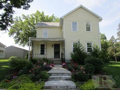 Single Family Home For Sale: 300 E Adams
