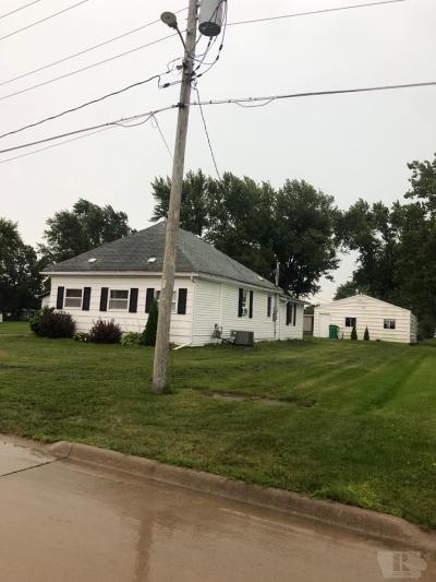 Davis County Single Family Home For Sale: 913 W Walnut
