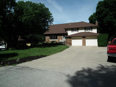 Council Bluffs Single Family Home For Sale: 15830 Crystal Lane