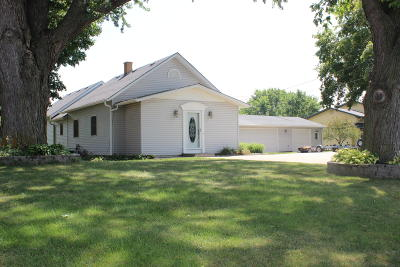 Single Family Home For Sale: 1556 Longview