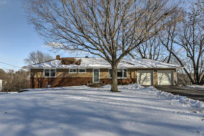 Council Bluffs Single Family Home For Sale: 127 Brentwood Heights