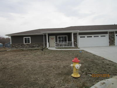 Missouri Valley Single Family Home For Sale: 908 Tamarack Lane