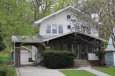 Council Bluffs Single Family Home For Sale: 201 Locust Lodge Avenue