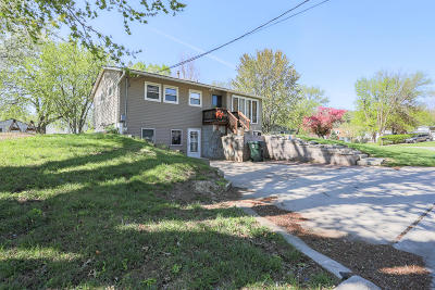 Council Bluffs Single Family Home Pending Contingency: 8 Arnold Avenue