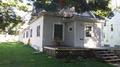 Oelwein IA Single Family Home For Sale: $55,900