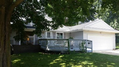 Oelwein IA Single Family Home For Sale: $129,000