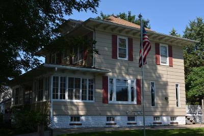 Oelwein IA Single Family Home For Sale: $95,000