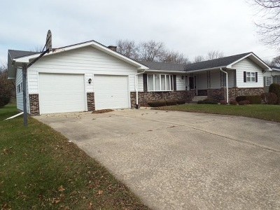 Strawberry Point IA Single Family Home For Sale: $155,000
