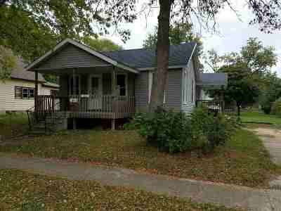 Oelwein IA Single Family Home For Sale: $30,000