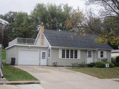 Single Family Home For Sale: 320 E Main