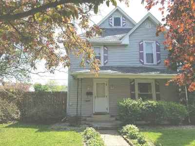Oelwein IA Single Family Home For Sale: $54,900