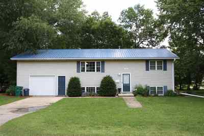 Oelwein IA Single Family Home For Sale: $155,000