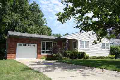 Oelwein Single Family Home For Sale: 15 Maplewood