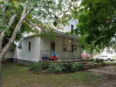 Oelwein IA Single Family Home For Sale: $64,900