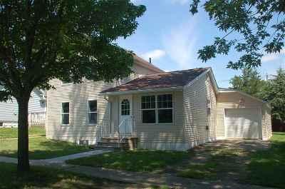 Oelwein Single Family Home For Sale: 231 NE Lincoln
