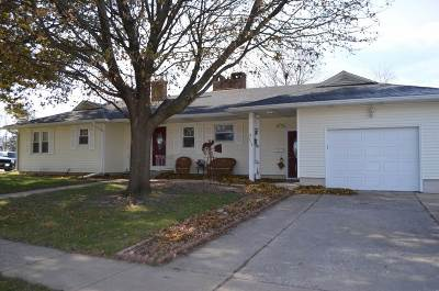 Oelwein IA Single Family Home For Sale: $119,000