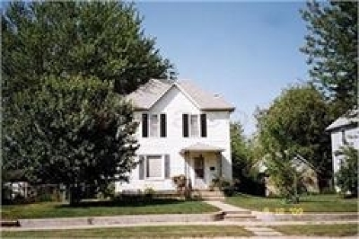 Oelwein IA Single Family Home For Sale: $57,900