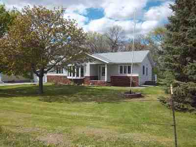 Oelwein IA Single Family Home For Sale: $139,500