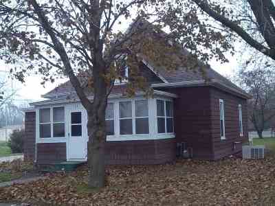 Oelwein IA Single Family Home For Sale: $52,500
